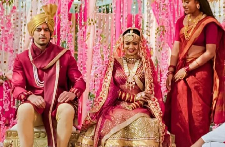 Imli Upcoming Story: Anu creates scene seeing Malini's make-up - Flixnary