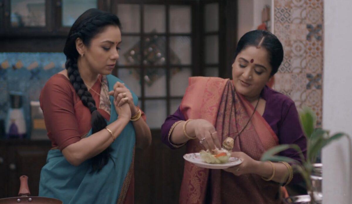 Anupama: Customers call Kavya as bad staff; Baa smirks