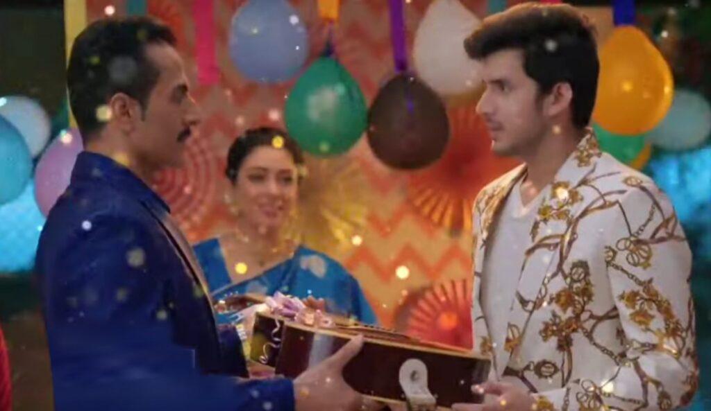 Anupama: Vanraj gifts Samar guitar; Samar shocked